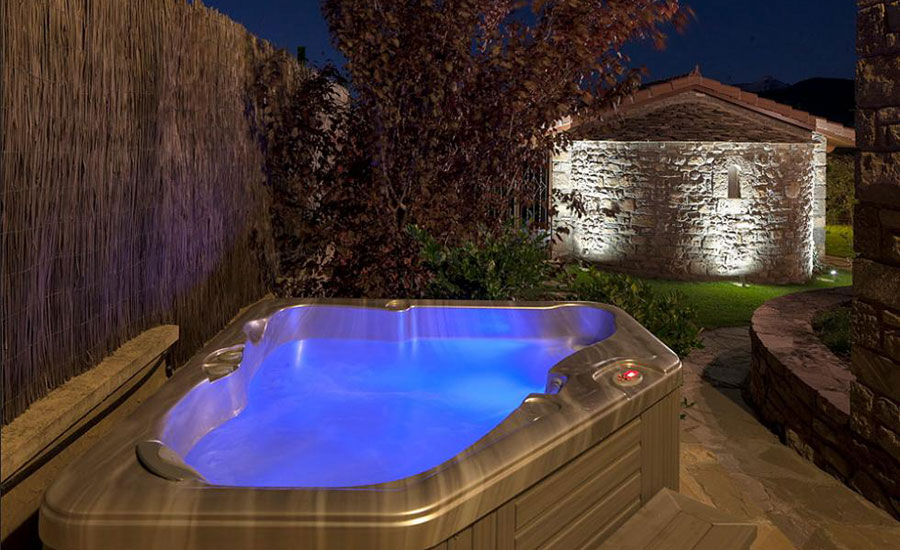 charming-hotel-boutique-spain-pyrenees-aragon-jaca-barosse_hotel-jacuzzi_9